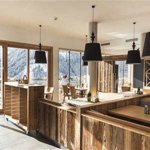 Speisesaal aus Holzmöbel